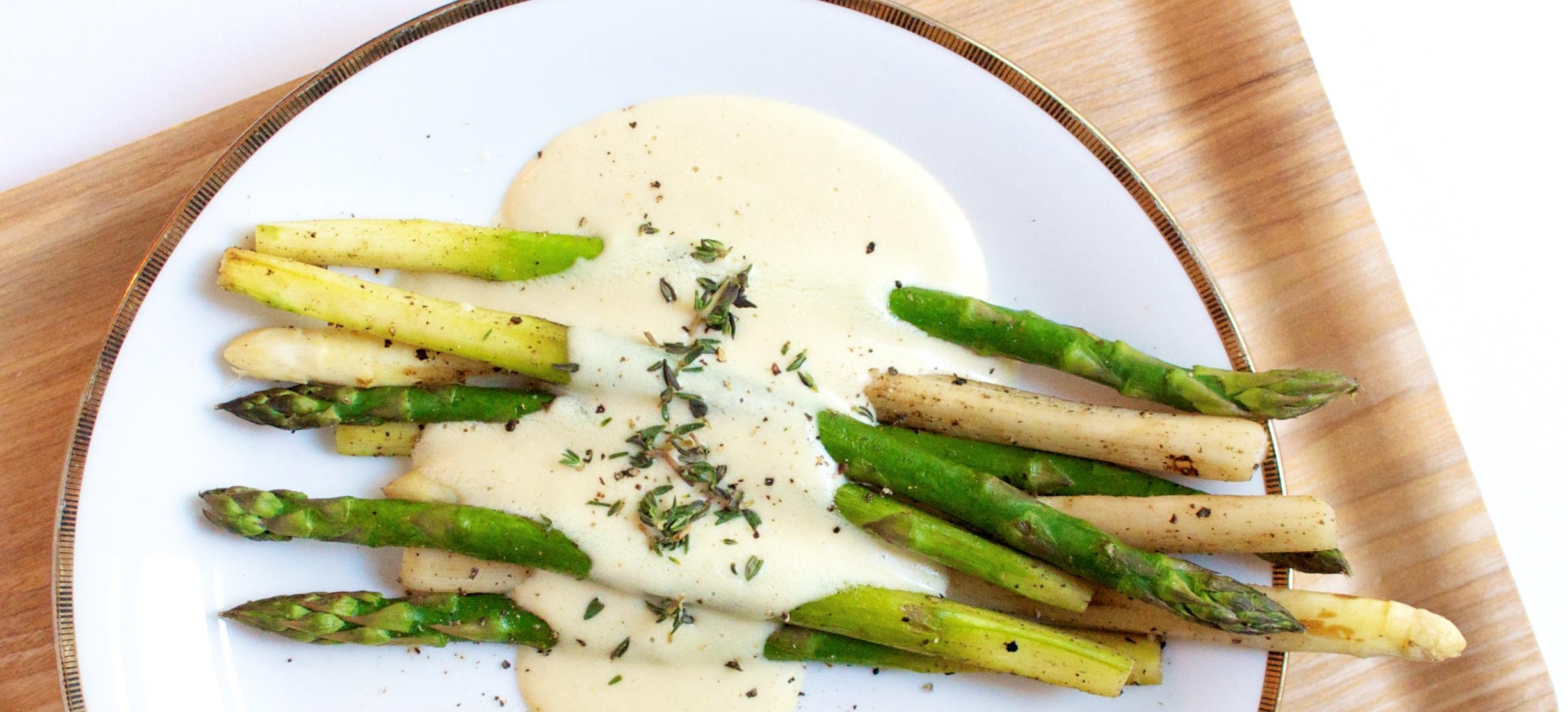Spargel mit veganer Sauce Hollandaise